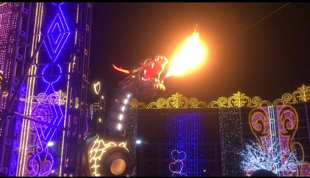 ハウステンボス・炎のドラゴンロボット