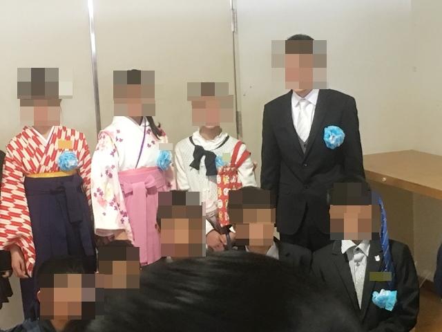 最近の卒業式では袴スタイルの女の子も増えてきました。かわいいですね。
