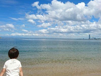 マーブルビーチからは関西空港の飛行機離発着が見ることができて子供も大喜びです。