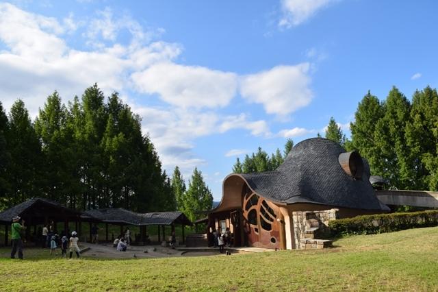 トーベ・ヤンソンあけぼの子どもの森公園は緑も豊富で、子連れスポットとしてもオススメです。
