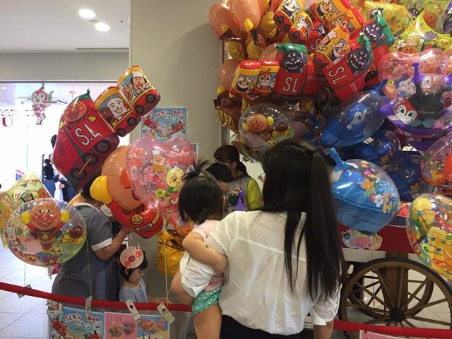神戸アンパマンこどもミュージアム&モールで娘がダダンダンの風船をゲットして大満足でした。