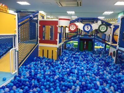 コロワ甲子園のキッズラグーンにある大型ボールプールは11万個のボールが使用されていて子供も大はしゃぎです!