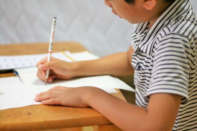 子供の教育費は家計に深刻な影響を与えます。塾代を捻出するために節約をすることにしました。