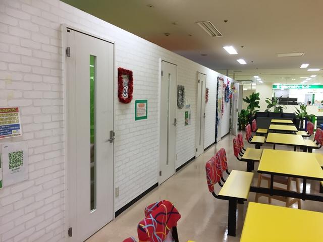 Kid's US.LANDセルバ甲南山手店は飲食スペースもあって食べたり飲んだりもOKです。