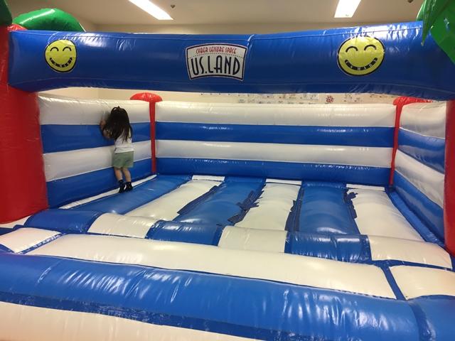 Kid's US.LANDセルバ甲南山手店のクッションスペースは小さい子供も大はしゃぎです。