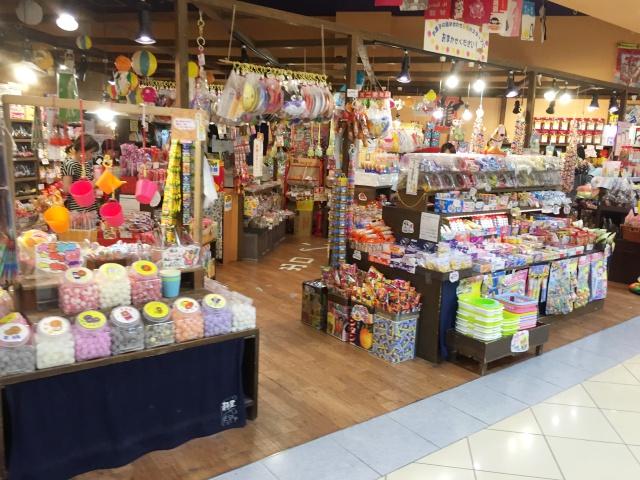 ららぽーと甲子園の駄菓子屋さんは、大人も懐かしい駄菓子がたくさん売っています。